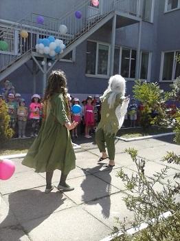 к нам в гости пришли сказочные персонажи Водяной и Кикимора